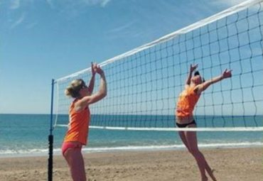Rules and Regulations: The Difference Between Indoor and Beach Volleyball